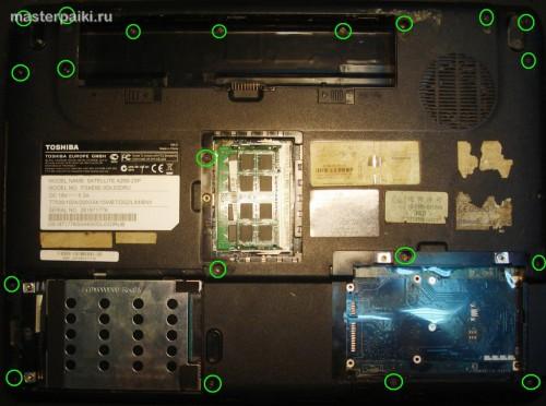 снимаем крышки ноутбука Toshiba Satellite A200