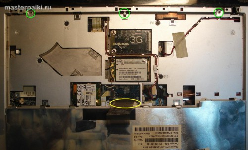 вытаскиваем шлейф ноутбука Toshiba Satellite A200