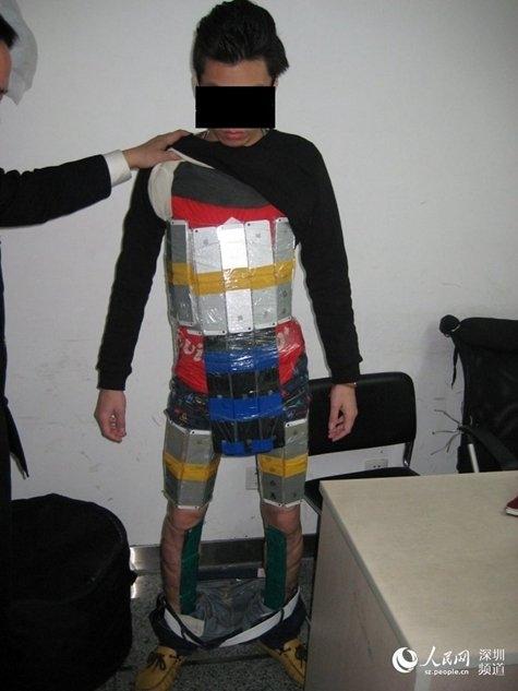 Контрабандист, пытавшийся нелегально пронести 94 смартфона iPhone