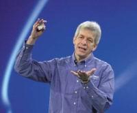 Майк Фистер (Mike Fister), старшый вице-президент и генеральный менеджер подразделения корпоративных платформ