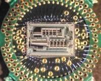Рис. 3. Соединение выводов корпуса с контактными площадками
