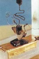Рис. 15. Первый транзистор
