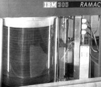 Рис. 18. RAMAC 305 (Random Access Method of Accounting and Control)