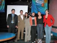 Дмитрий Кисиль, менеджер по маркетингу представительства Intel в Украине, и первокурсники, получившие ПК на базе Pentium 4